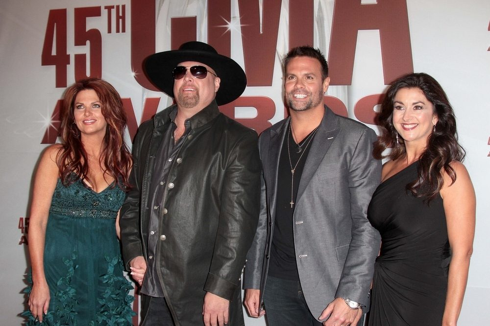 Kacey Musgraves Makes New Tour Rule [watch] / Troy Gentry's Family Suing