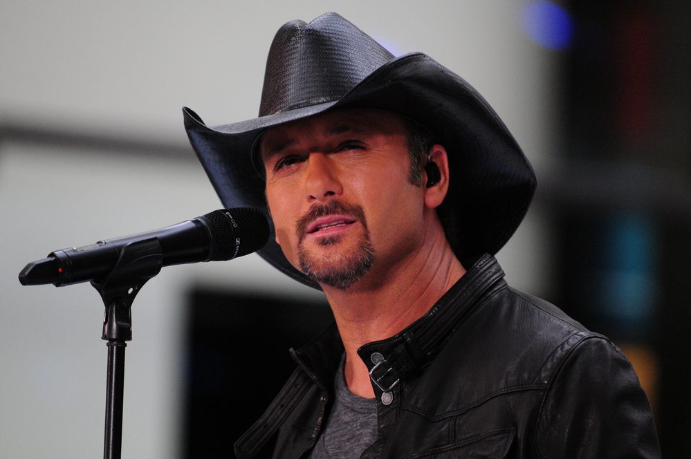 Tim McGraw Collapses on stage [watch] / New Music from Dustin Lynch [watch]
