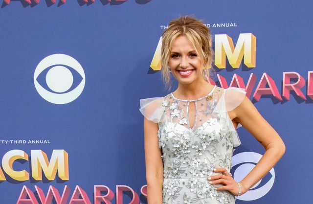 Carly Pearce covers Dolly Parton's 9-5