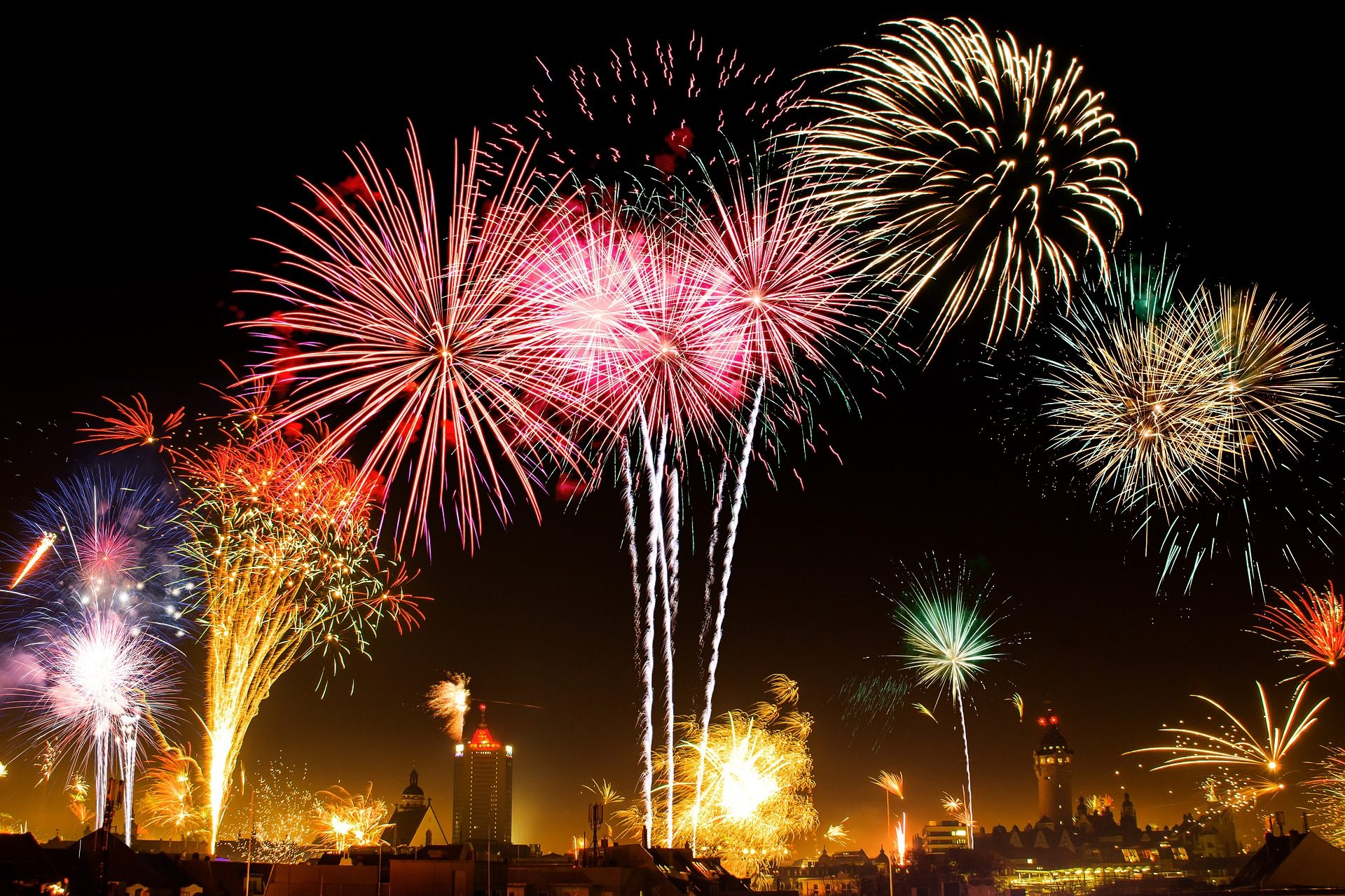 Our Favorite Country Stars Reminisce about 4th of July / Country Stars Performing in Fireworks Spectacular