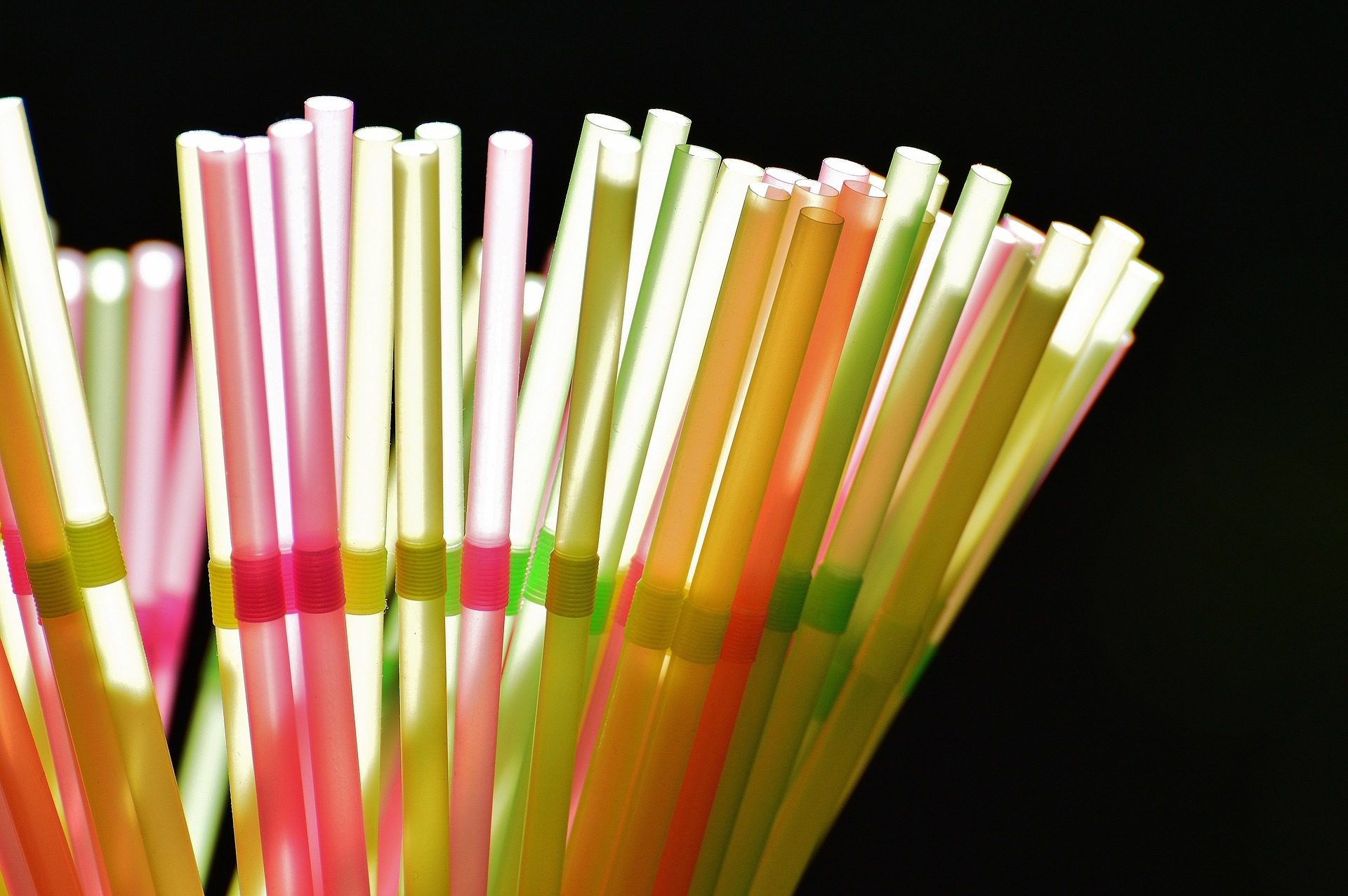 City of Seattle bans plastic straws and utensils… the first in a trend? [watch]