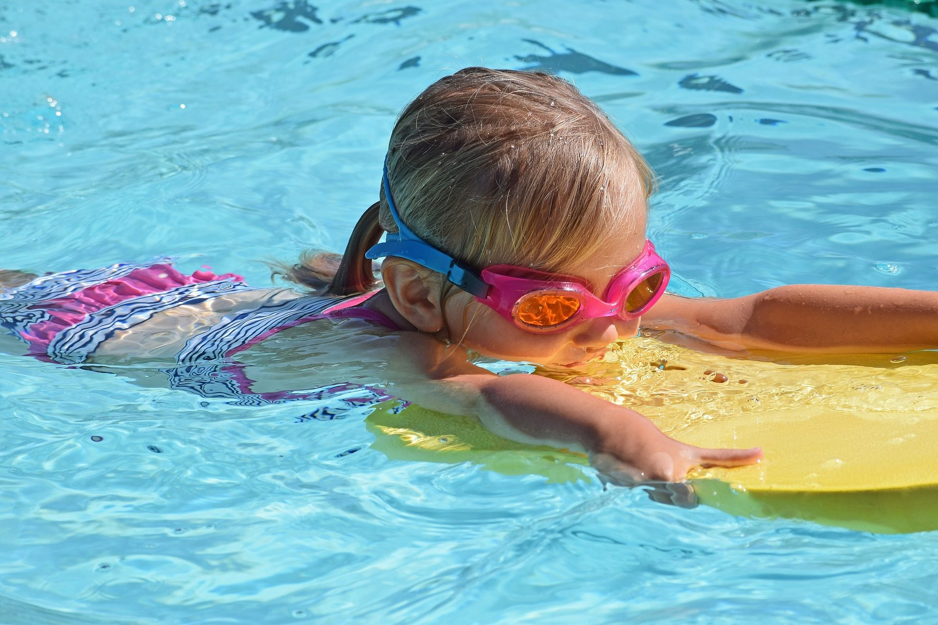 Please watch your kids around the pool so this doesn't happen [watch]