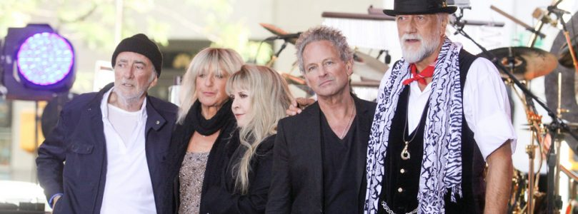 Lindsey Buckingham's vocal chords damaged in heart surgery