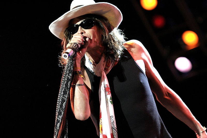 """Steven Tyler Goes Country, and the """"Ellen"""" Audience Goes Wild (Video)"""