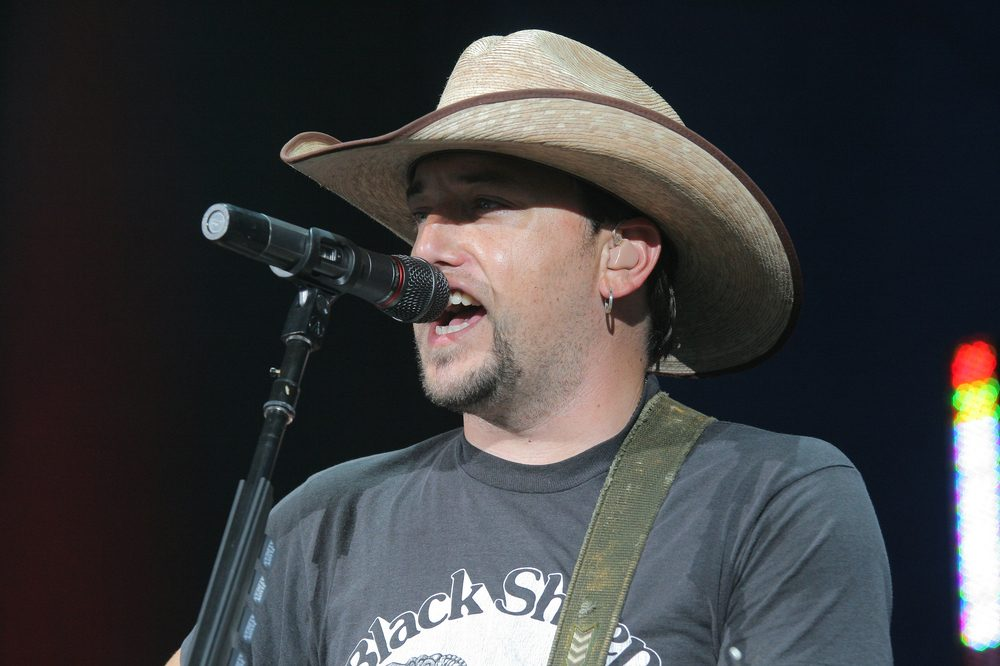 Jason Aldean Returns to the Stage [Watch]