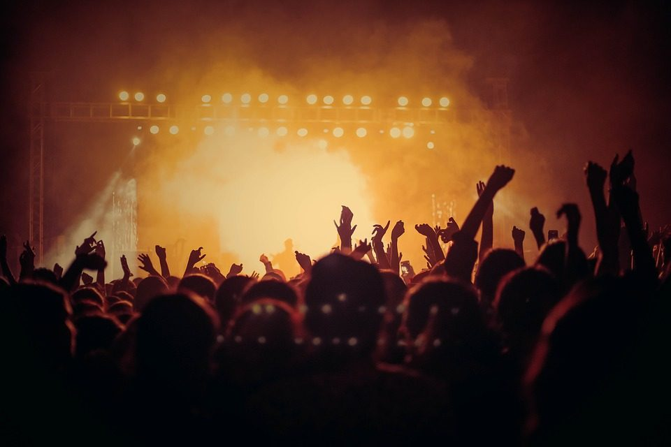 Ex-Fleetwood Mac Guitarist, Lindsey Buckingham- New Album & Solo Tour