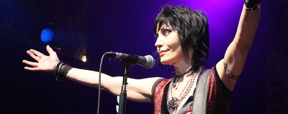 Watch Joan Jett in her Sunday Night Football Theme Debut!!